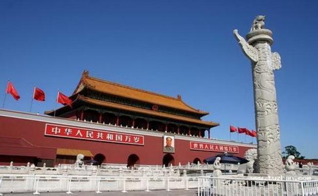 """天安门广场被评为""""北京十六景""""之一,景观名""""天安丽日""""."""