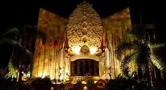 巴厘岛特色品质一日游(海底漫步-骑单车游- 库塔纪念碑- 洋人街)