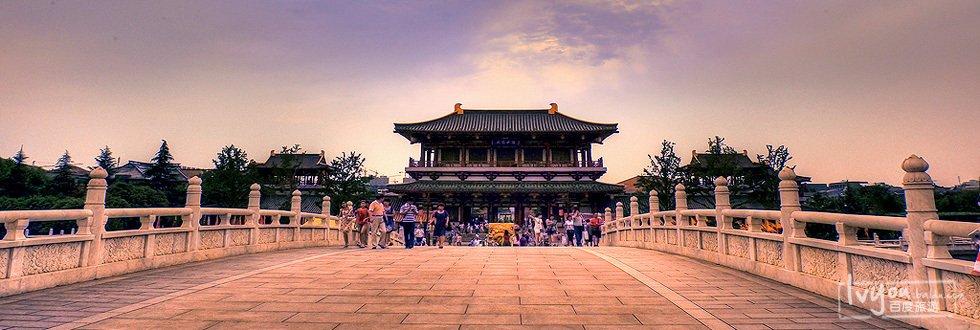 建有紫云楼,仕女馆,御宴宫,杏园,芳林苑,凤鸣九天剧院,唐市等许多仿古图片