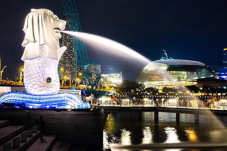 【圣陶沙岛】,位于新加坡南部,是东南亚著名海滨旅游岛,跨海大桥将之