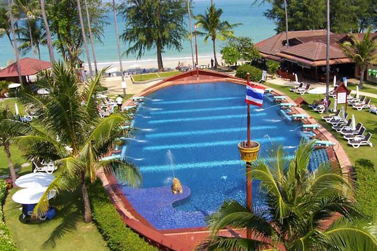 精力充沛的客人可以划独木舟或进行风帆冲浪.酒店提供水肺潜水课程.