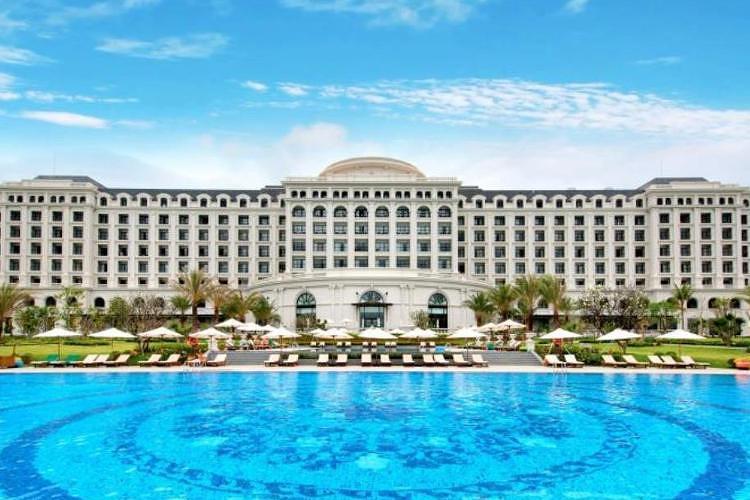 珍珠岛酒店度假村拥有820间客房,每间客房都装修考究,部分还配有平板