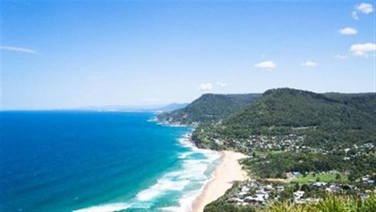 悉尼和卧龙岗的风景大道,依崖傍海而建,沿途可以欣赏海岸线的明媚风光