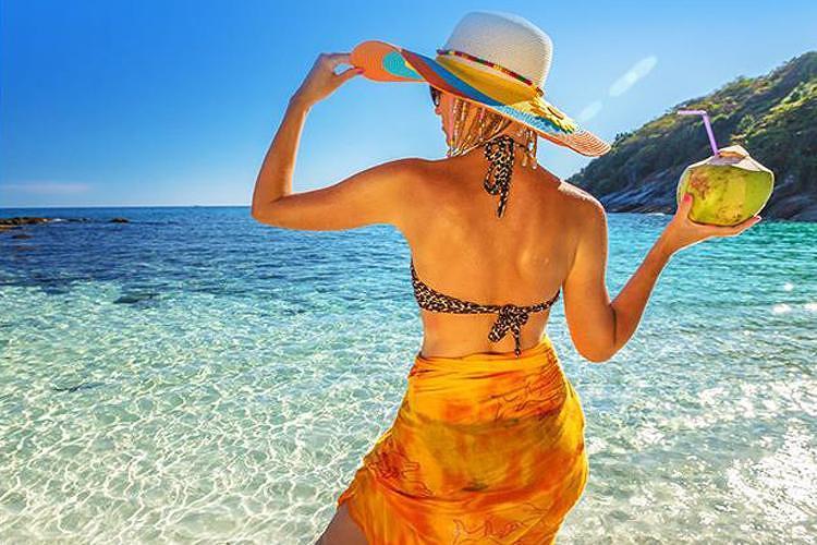 普吉岛是泰国最大的岛屿,大部分游客都聚集在芭东海滩或普吉镇上,这