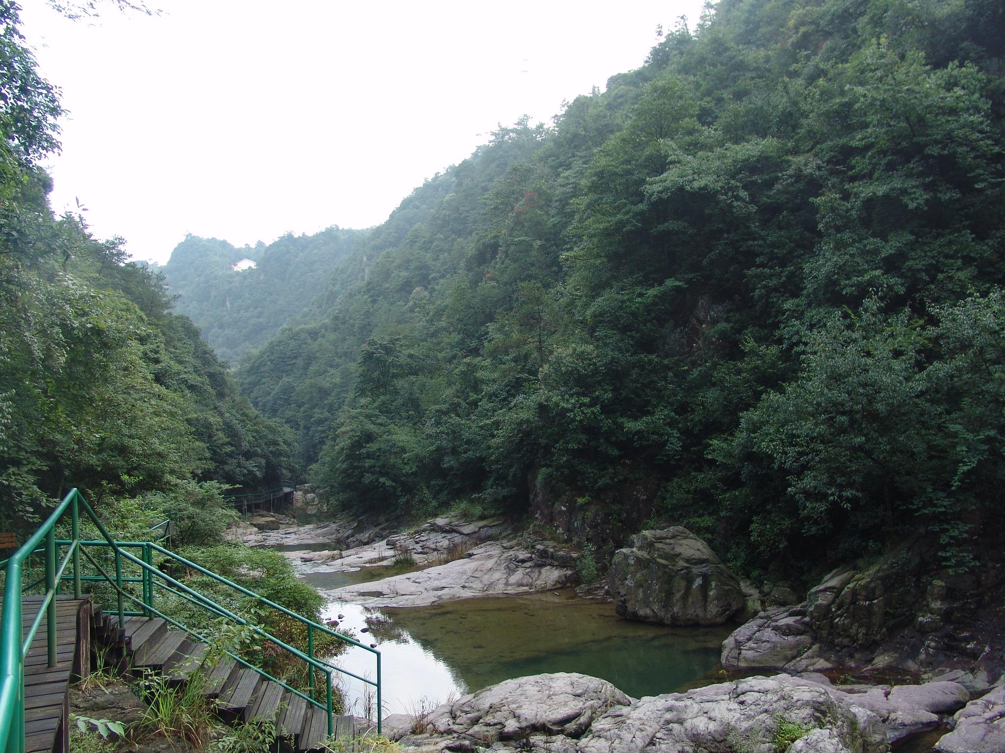 景区面积6.05平方公里,为余姚市第一个风景名胜区.