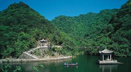 雁苍风景区座落于天台山脉东麓,宁海县