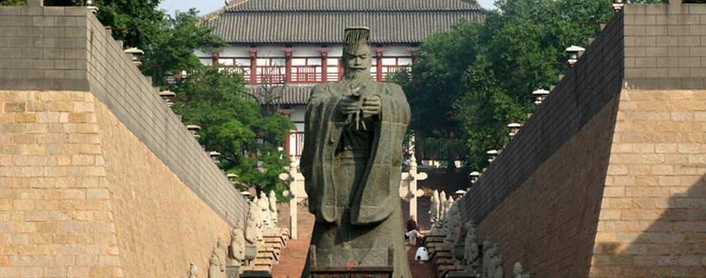 秦始皇雕像