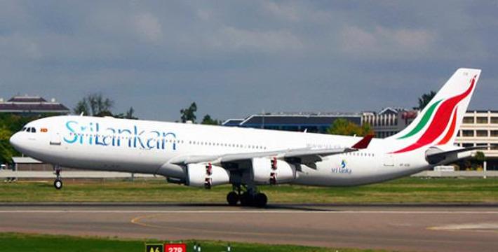 本产品提供从尼甘布市区你指定的地点到科伦坡班达拉奈克国际机场(Bandaranaike International Airport)的专车接送机,由讲英文的司机为你提供服务。 班达拉奈克国际机场距离尼甘布市区约10公里,从尼甘布市中心到机场需约20分钟的行车时间。 尼甘布是距离班达拉奈克机场近的城市,拥有许多精美的教堂,是个值得游览的可爱小城,你可以选择在旅途结束之前在尼甘布稍作游览。 CAR: 提供1-2人使用,包括行李和空调。 车型为丰田(Toyota)、日产(Nissan)、三菱(Mitsubis