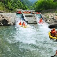 安吉深溪峡谷漂流