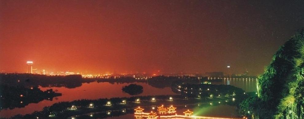 夜色中的星湖