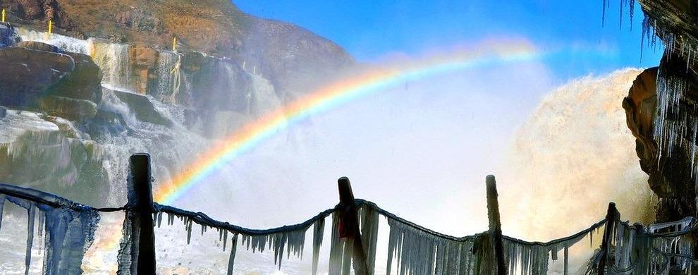 彩虹耀越天地间