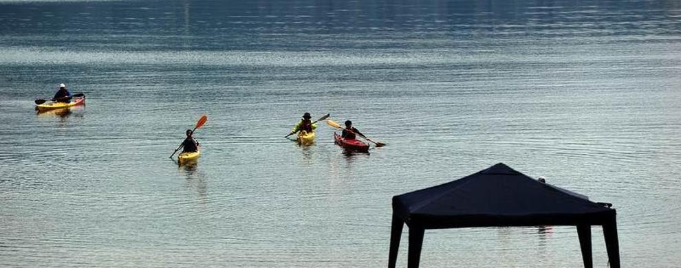 浙江省杭州富阳市新桐乡桐洲岛皮划艇基地 查看地图  扁舟几叶,拖出