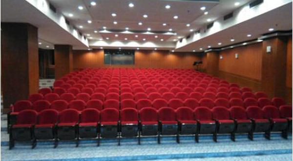 佳都剧场还配备了led电子屏,led舞台效果灯等高端设备,适于各类现代化