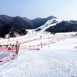 铜川照金国际山地滑雪场