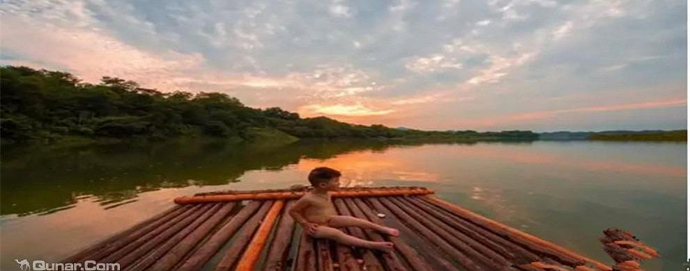 新安江竹筏漂流