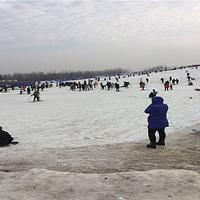 台儿庄湿地水上冰雪乐园