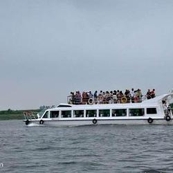 鸭绿江河口码头内河游船