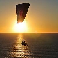 红角岭国际滑翔伞房车露营公园