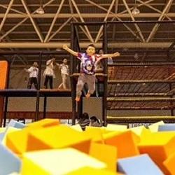 YOYO-JUMP蹦床主题乐园