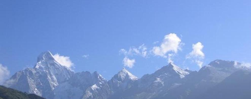 被当地藏族群众崇敬为神仙