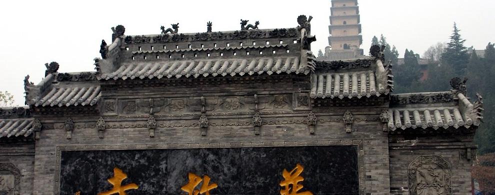 屹立在寺中的莺莺塔