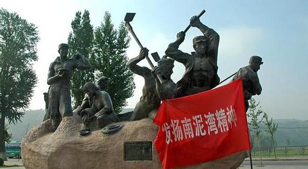 革命雕塑手绘图片