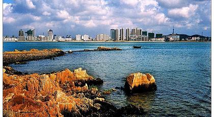位于青岛经济技术开发区唐岛湾滨海公园,唐岛湾滨海公园地处青岛开发