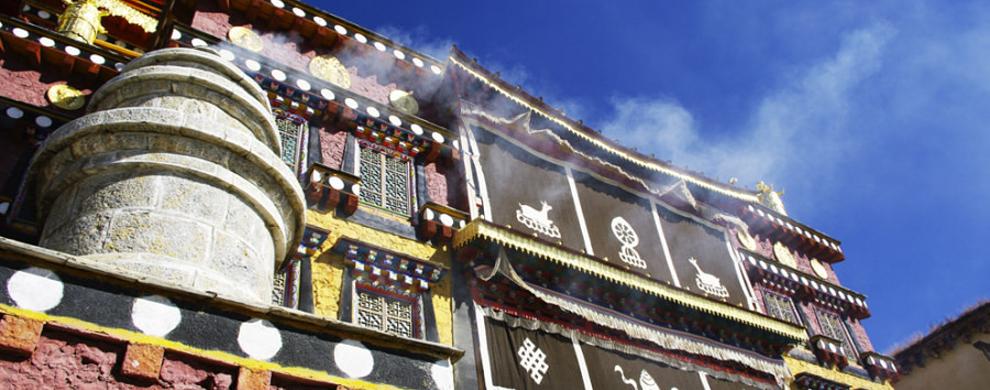 壮观噶丹松赞林寺