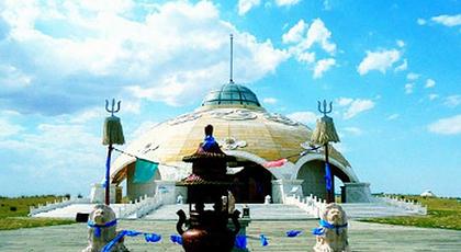 """""""中国民族文化十大旅游品牌景区"""",是以蒙古民族察罕苏力德祭祀文化和"""