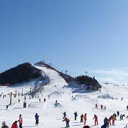 沈阳白清寨滑雪场