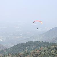 胡哥旅游郴州飞云之上滑翔伞基地