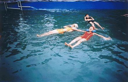 马拉湾死海漂浮