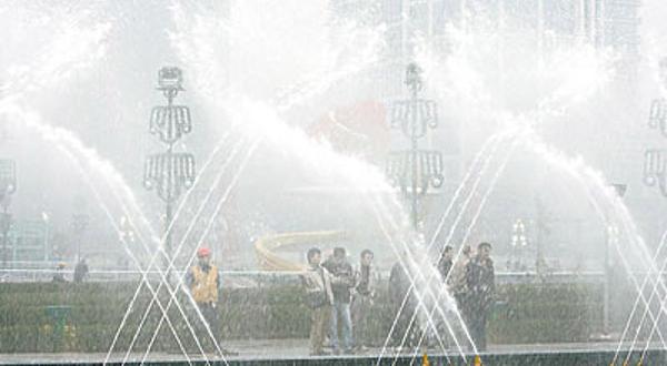 七彩柱广场