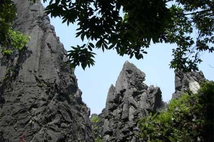国家重点风景名胜区鳞隐石林图片
