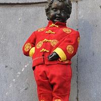 撒尿小孩铜像