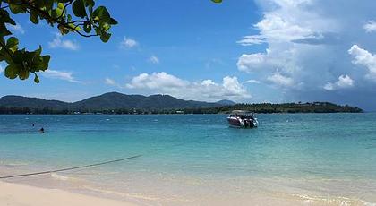 """美丽的海滩,奇形怪状的小岛,钟乳石洞,天然洞窟……不愧是""""天堂蜜月湾"""