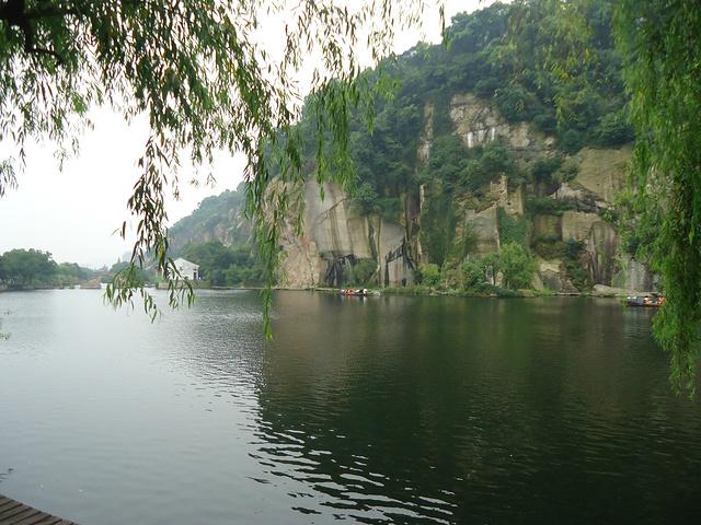 堪稱浙東著名的山水風景勝地.