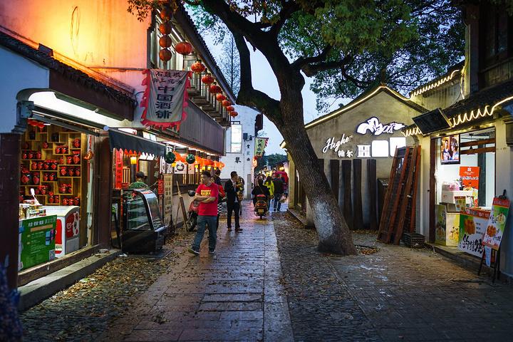 不同于其他步行街,平江路很多商店的商品是外地没有的图片