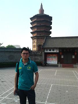 文峰塔是河南安阳著名景点,富有独特的风格,特点也很怪异:上大下小