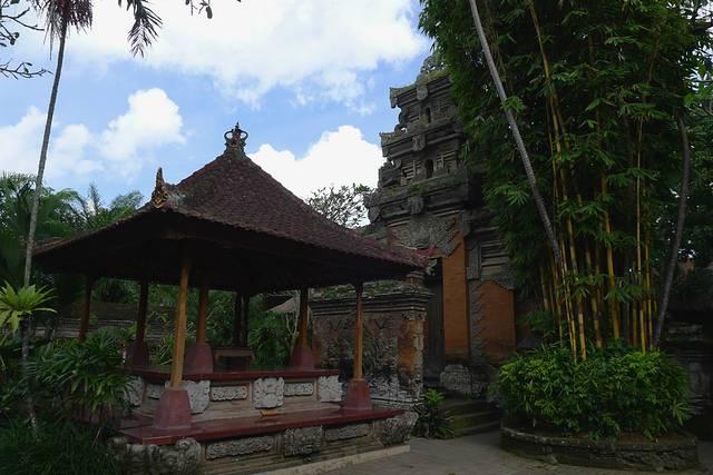 【巴厘岛乌布皇宫】是乌布王朝在16世纪所建造的皇宫,遗址内虽已无