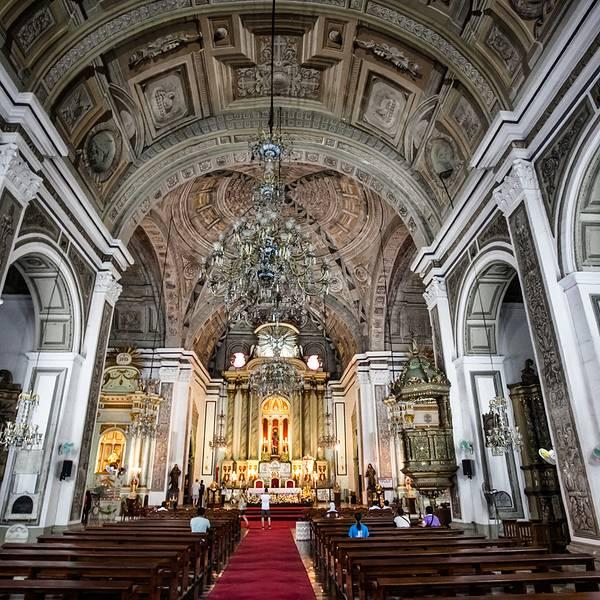 欧式教堂圆形大玻璃窗