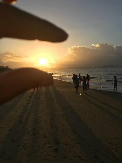 今天早上我还是一个人在海边散步