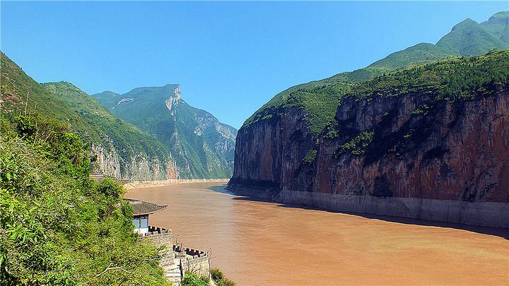 名胜古迹和文化自然景观交相辉映,其中瞿塘峡就是代表性的景点,也是