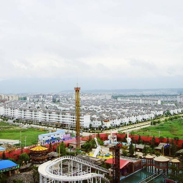 遥相呼应的丽江宋城旅游区, 拥有宋城茶马古城,那措寨, 宋城丽江乐园