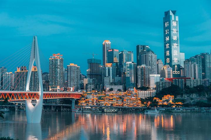 在大桥上拍摄重庆夜景_千厮门嘉陵江大桥
