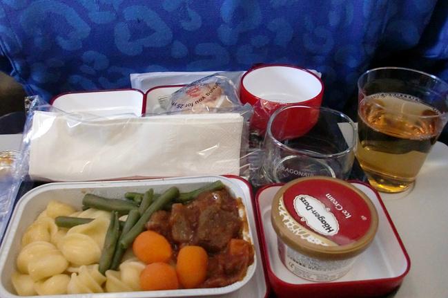 这是港龙航空的飞机餐