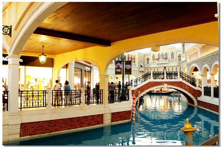 这儿就是著名的澳门威尼斯人……赌城?度假村?酒店?娱乐城?