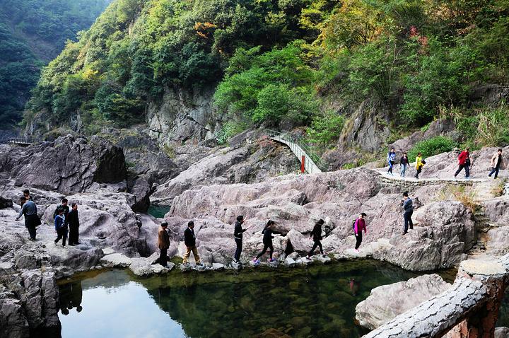 磐安十八涡景区现为国家aaa级风景名胜区,地处浙江金华磐安县东北台