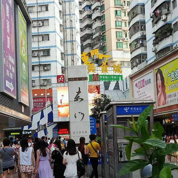 深圳东门服装批发市场在哪图片