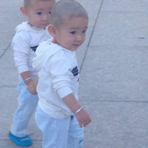 遇见几对非常可爱的维族孩子